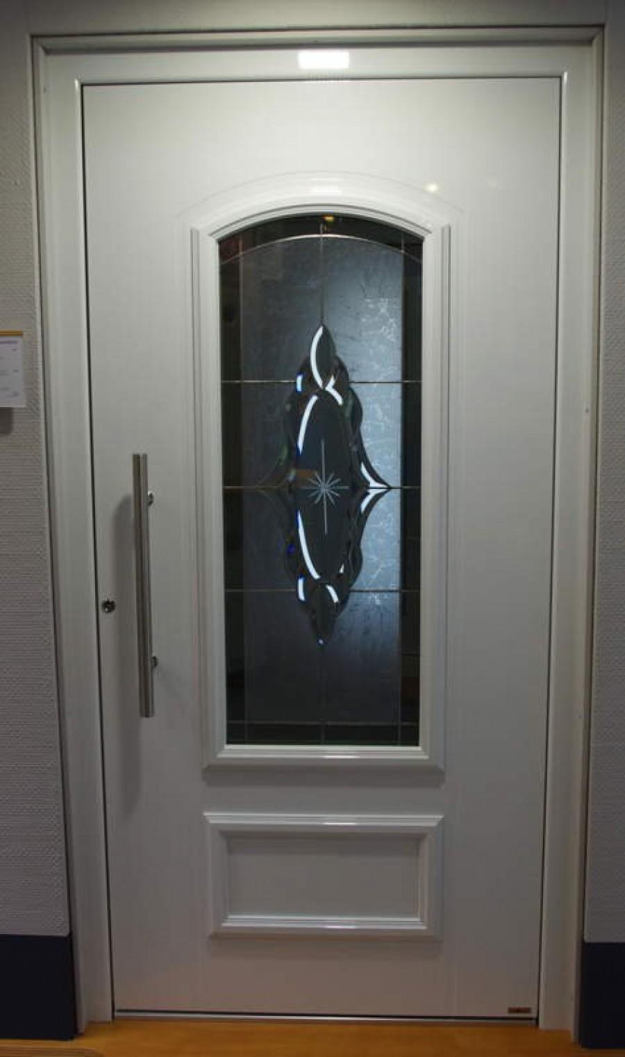 Aluminium-Haustüre, außen flügelüberdeckend