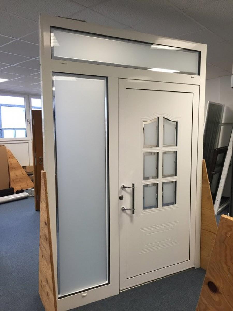 Aluminium-Haustüre, einflügelig mit Oberlicht und Seitenteil, falzfüllend